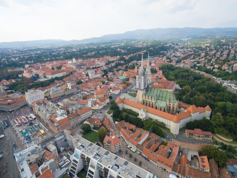 在克罗地亚,萨格勒布的首府的鸟瞰图市大广场 库存照片