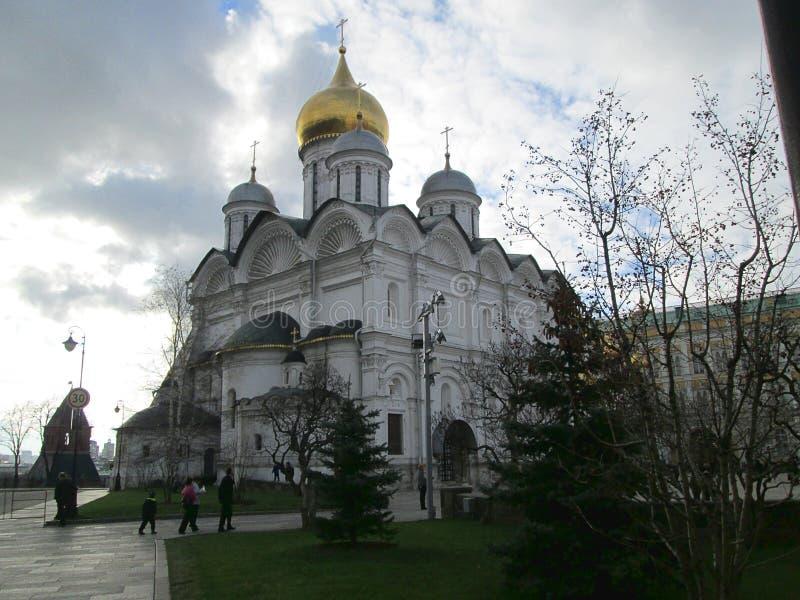 在克里姆林宫复合体里面的大教堂正方形在俄罗斯 库存照片