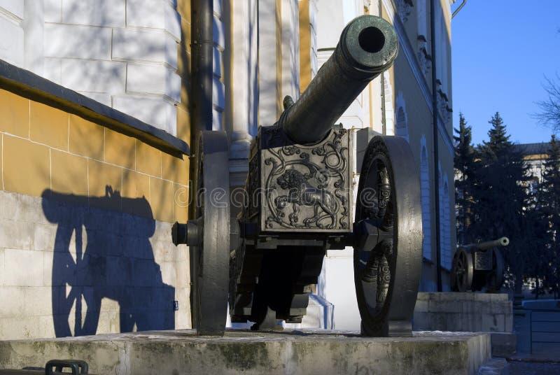 在克里姆林宫显示的老大炮 狮子大炮 图库摄影