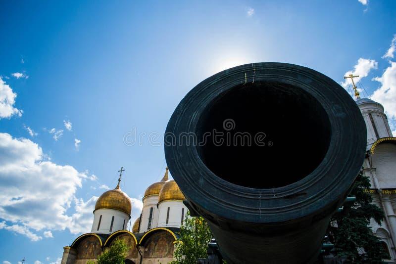 在克里姆林宫里面的巨大的大炮 库存图片