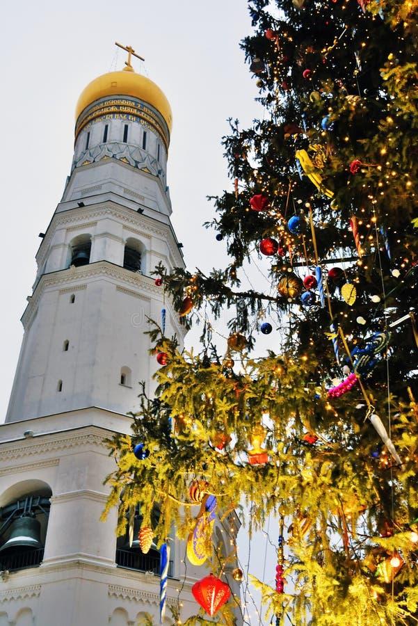在克里姆林宫Sobornaya广场的圣诞节和新年2019年树  图库摄影