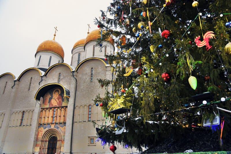 在克里姆林宫Sobornaya广场的圣诞节和新年2019年树  库存照片