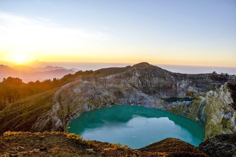 在克里穆图火山,弗洛勒斯,印度尼西亚顶部的日出 免版税图库摄影