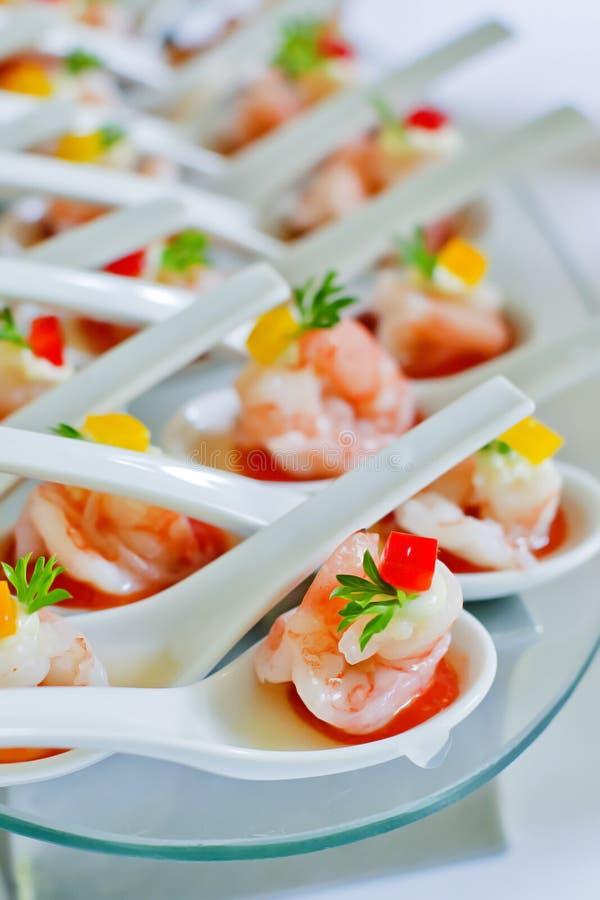 在党期间的虾开胃菜 库存图片