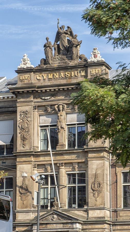 在入口上的细节对巴洛伊斯健身房,阿姆斯特丹,荷兰 免版税库存图片
