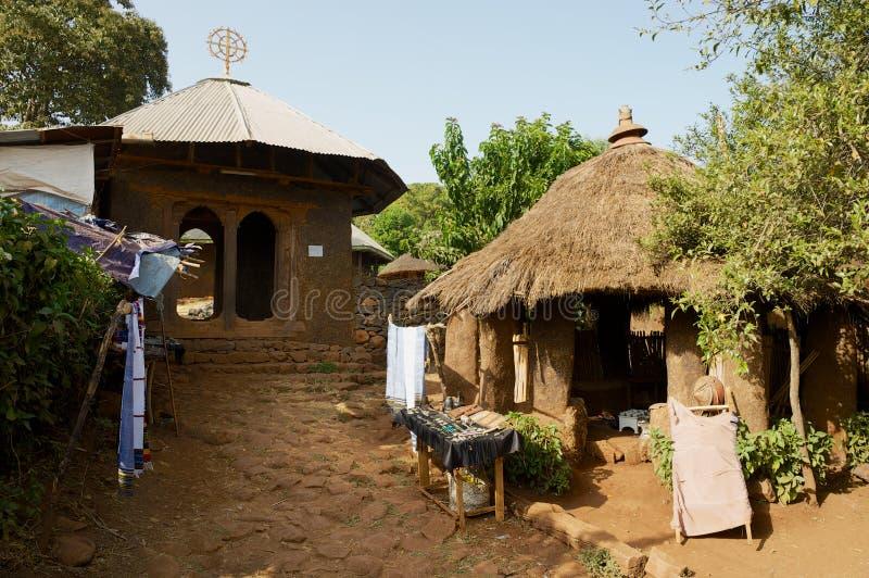 在入口旁边的纪念品店对古老教会Ura基达内Mehret在巴赫达尔,埃塞俄比亚 库存照片