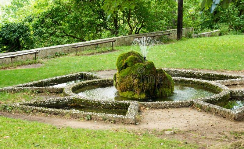 在入口的喷泉对修道院Bachkovsky 图库摄影