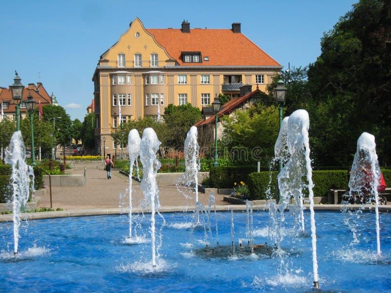 在入口的喷泉对Tradgardsforeningen。林雪平。瑞典 免版税图库摄影