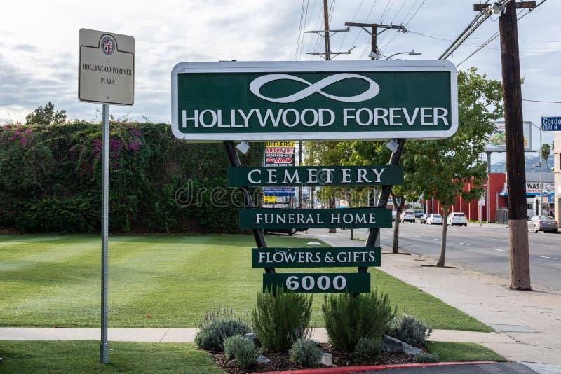在入口的标志对好莱坞永远公墓在洛杉矶,加州 库存照片
