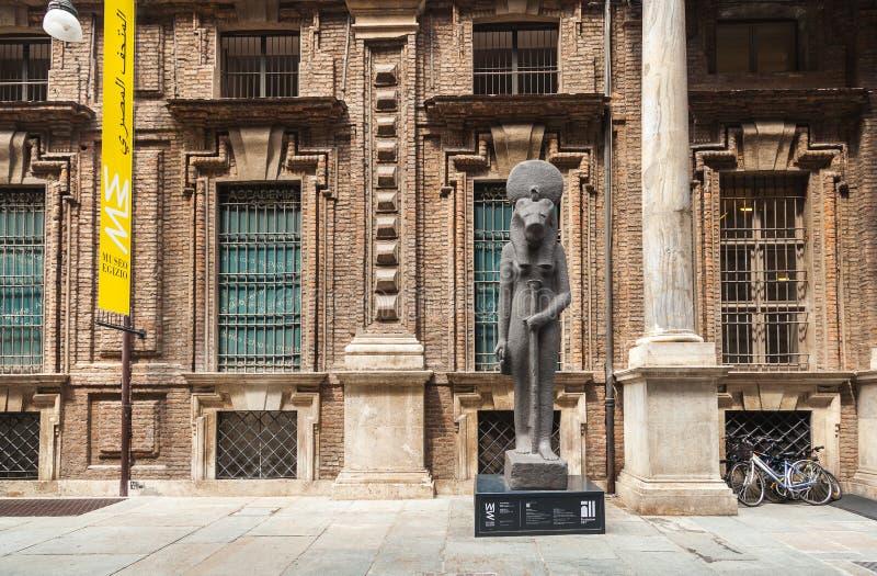 在入口的雕象对埃及博物馆 都灵 免版税库存照片