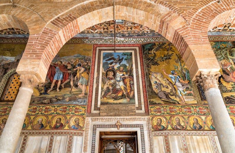 在入口的马赛克装饰对王宫的帕勒泰恩教堂在巴勒莫 免版税图库摄影