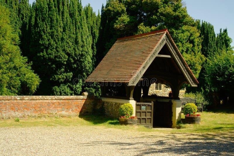 在入口的Lych门对墓地 图库摄影