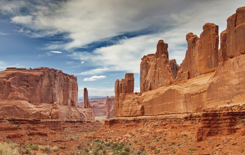 在全国的曲拱的惊人的公园大道砂岩岩层 库存图片