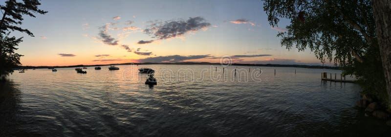 在全景银色湖的沙丘的日落 免版税图库摄影