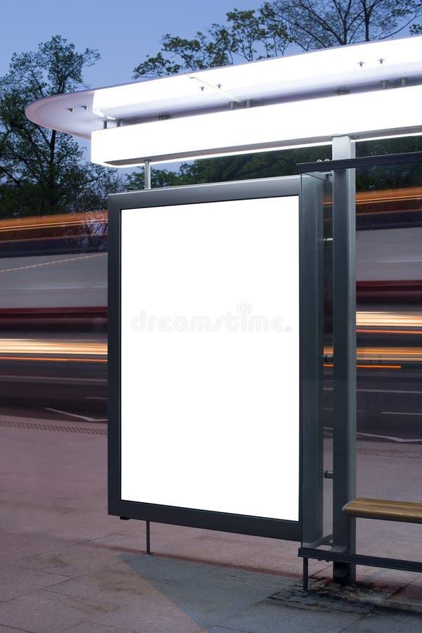 在公共汽车站的空白的广告牌 免版税库存图片