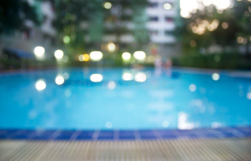 在公园、软性和迷离概念的抽象游泳池晚上 免版税图库摄影