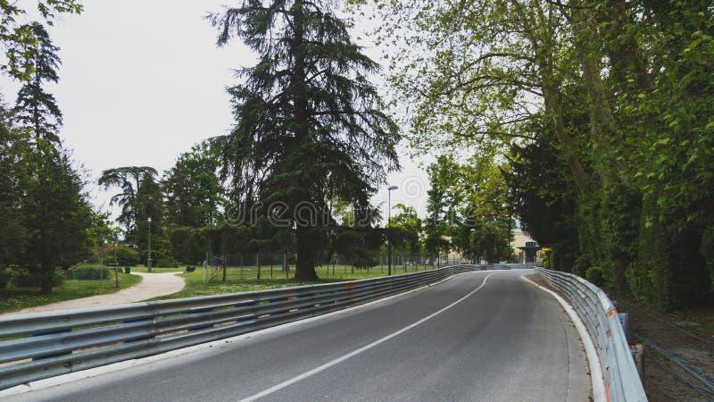 在公园旁边的路在波城,法国 库存照片