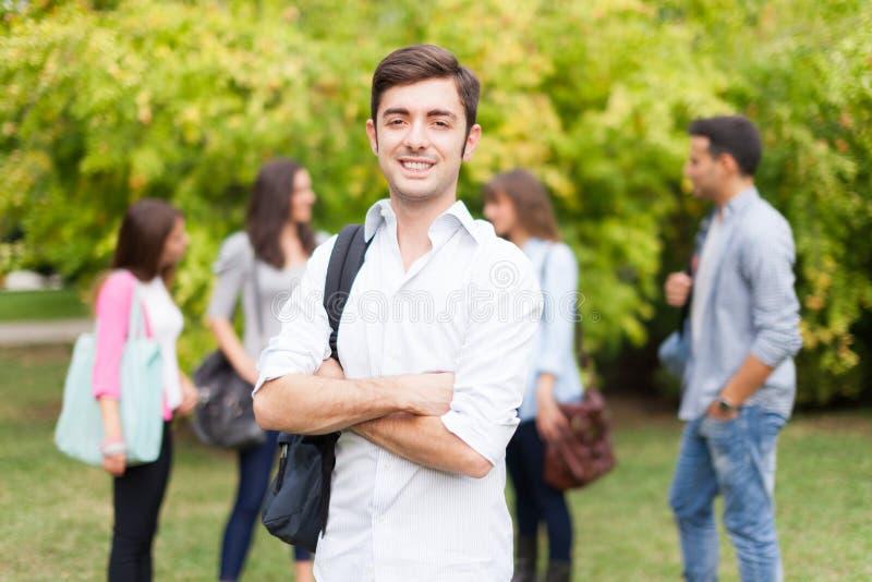 在公园的微笑的学生画象 免版税库存照片