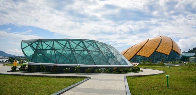 在公园的现代大厦在海防,越南 库存照片