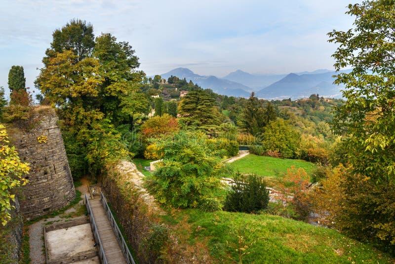在公园的看法从圣维吉利奥城堡上面  E E 库存照片