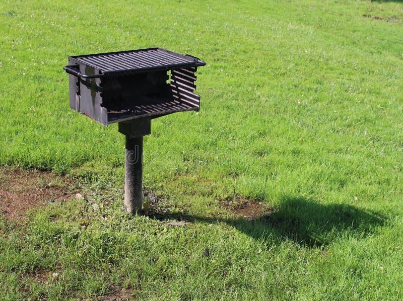 在公园的BBQ格栅 免版税库存照片