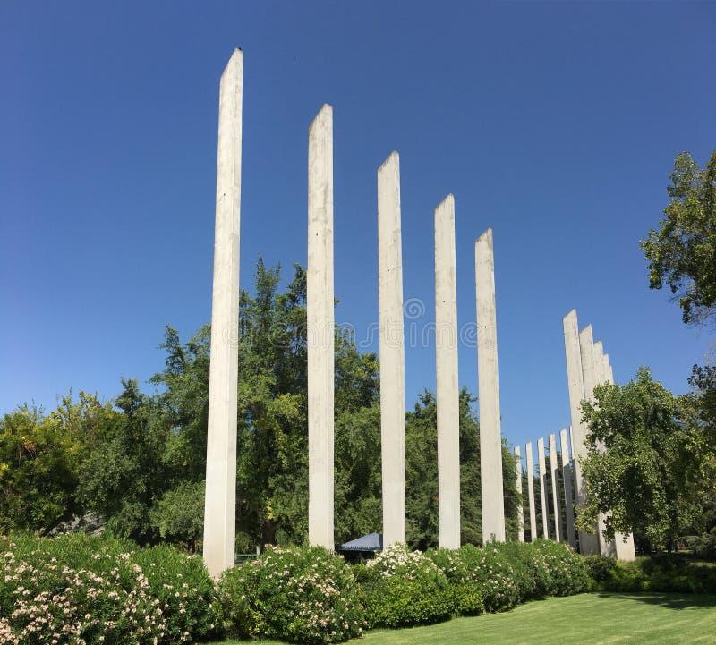 在公墓的基督徒纪念碑 免版税库存照片