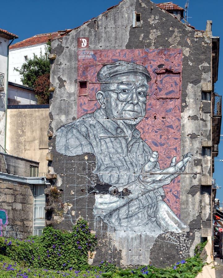 在公寓楼,波尔图,葡萄牙的都市艺术 免版税库存照片