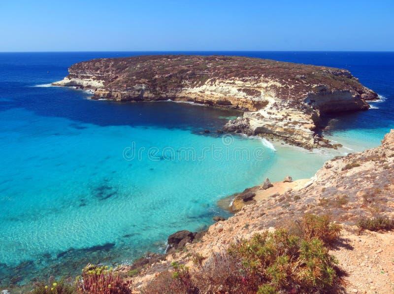 在兰佩杜萨附近的小海岛在意大利 免版税库存图片
