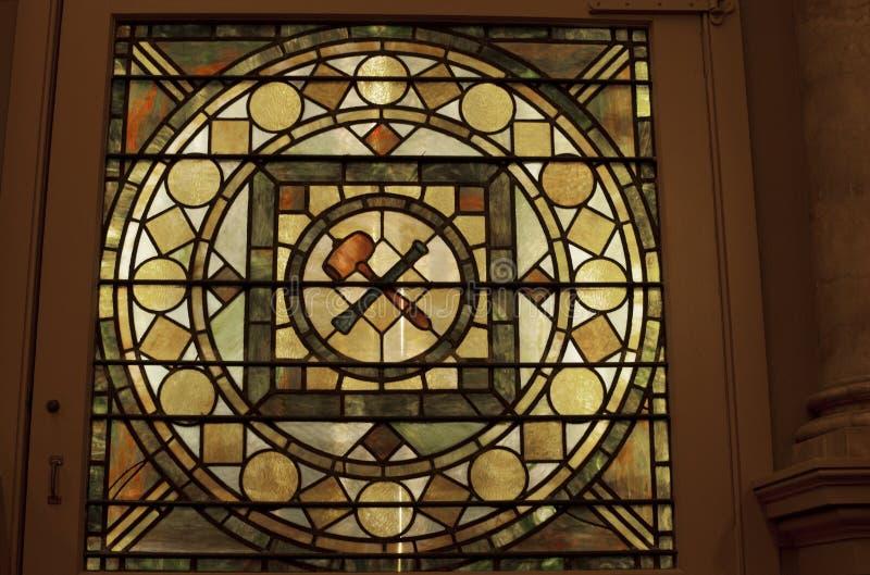 在共济会的寺庙的彩色玻璃 免版税库存图片