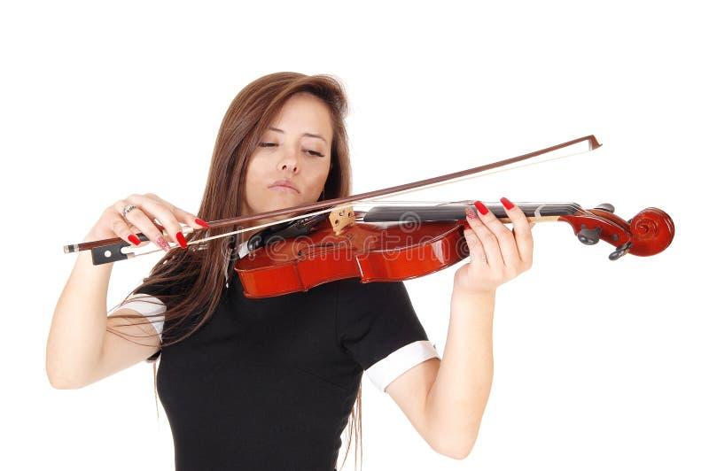 在关闭的一个年轻女人身分弹小提琴 库存图片
