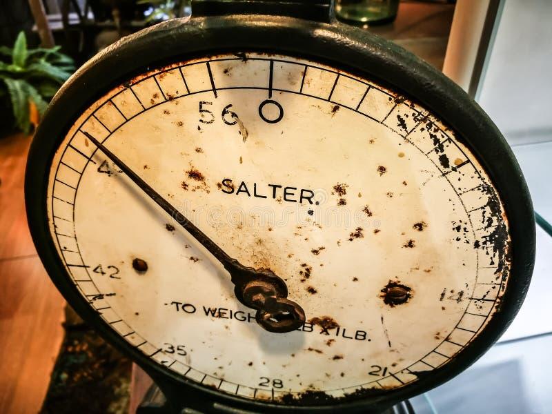 在关闭的古色古香的索尔特珀斯标度 库存图片