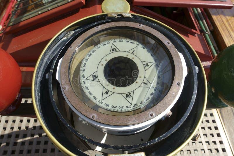 在关闭的船指南针 免版税库存图片