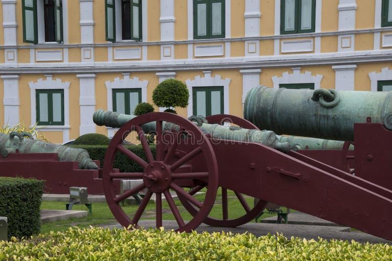 在兵部前面的大炮 免版税图库摄影