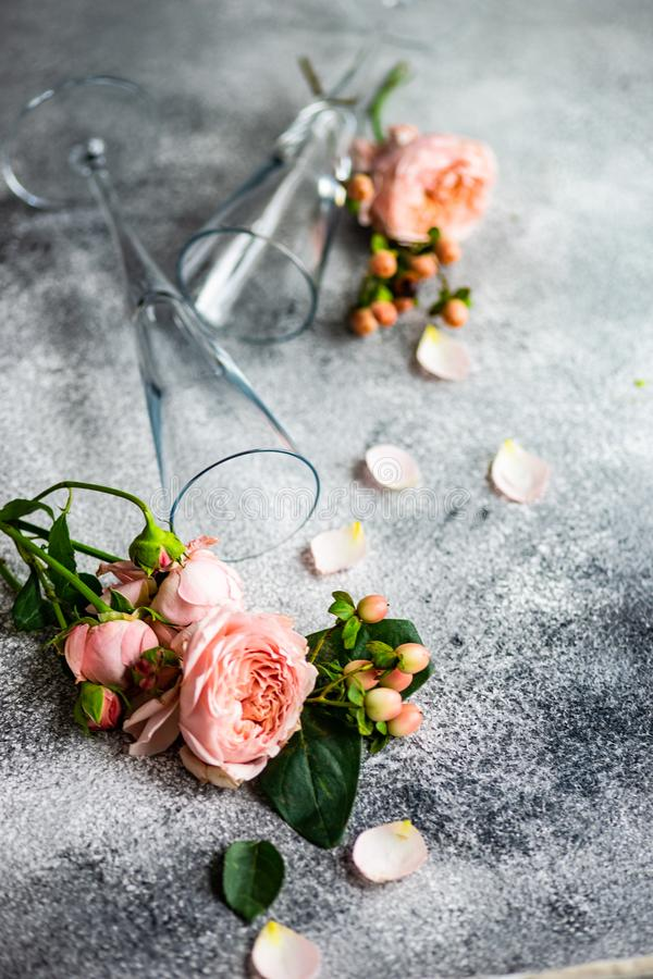 在具体背景的花卉卡片 库存图片