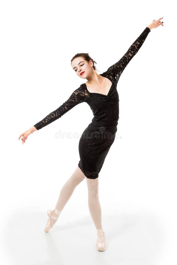 在典雅的姿势的年轻跳芭蕾舞者 库存照片