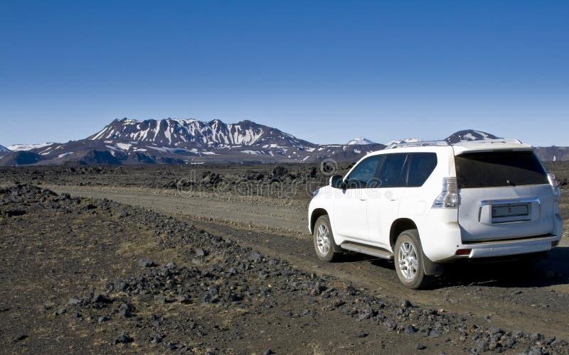在内部高地的一辆4WD汽车 免版税库存照片