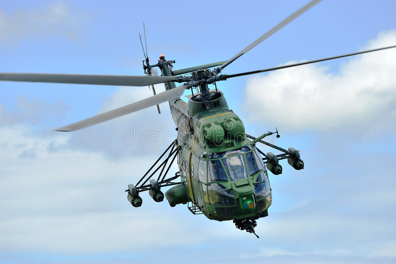 在军事多角形的罗马尼亚直升机IAR 330 `美洲狮` 库存图片