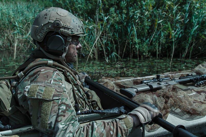 在军用皮船的Spec ops 免版税图库摄影