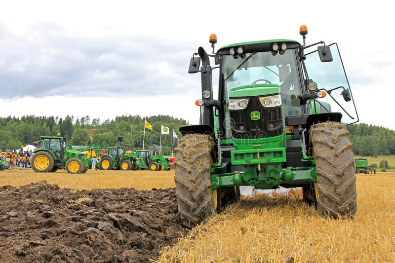 在农业展示的约翰Deere 6150M农业拖拉机 库存图片