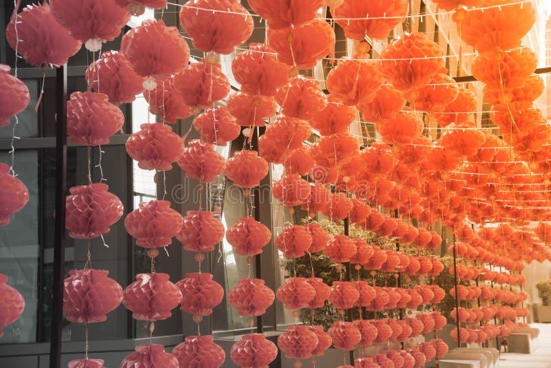 在农历新年节日装饰的红色comp灯灯笼中国式垂悬 库存图片