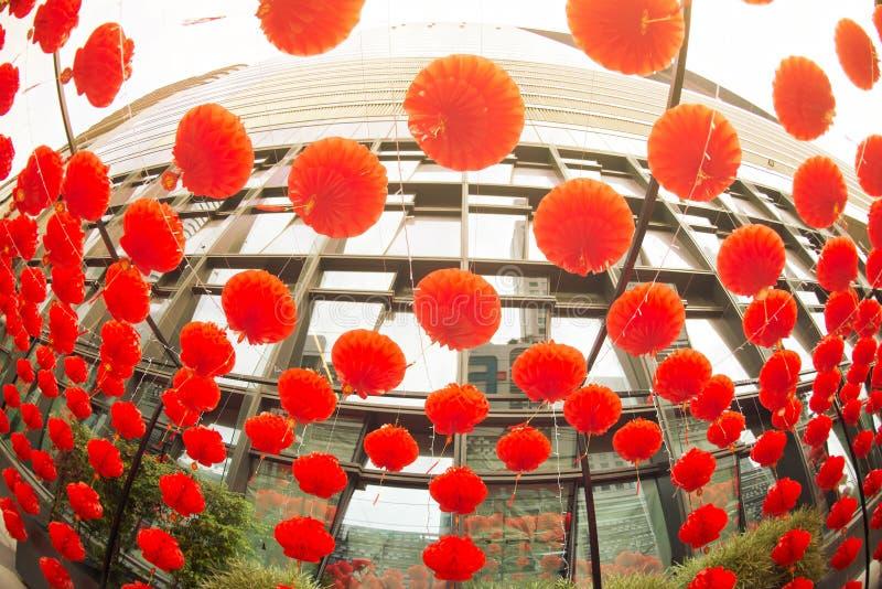 在农历新年节日装饰的红色comp灯灯笼中国式垂悬 库存照片