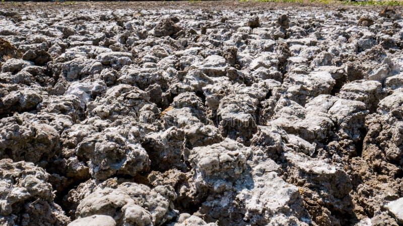 在农场以后的贫瘠地面 免版税库存照片