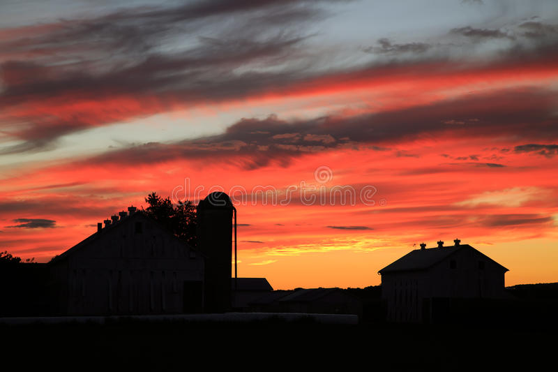在农场的日落 库存图片