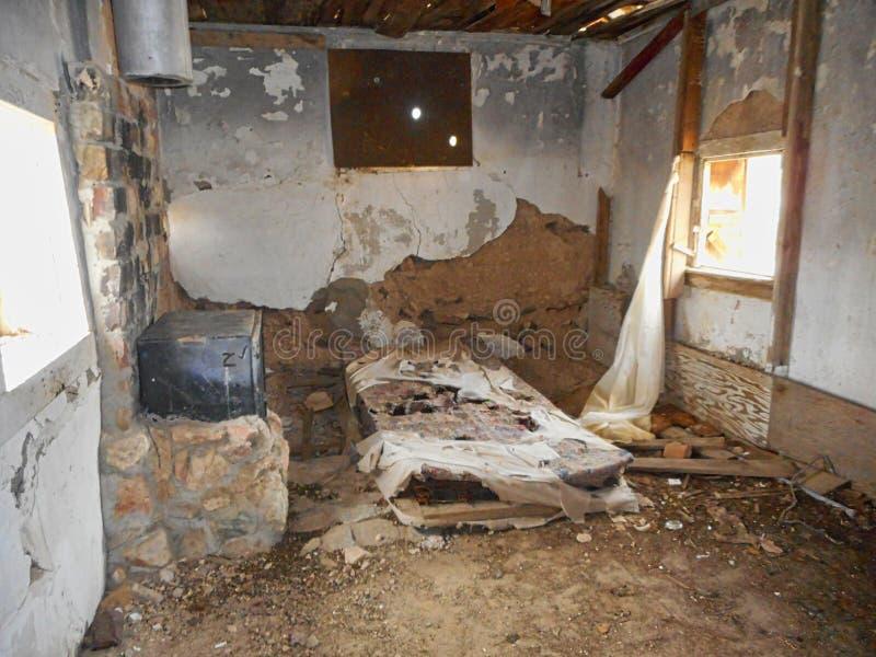 在农场的老房子废墟 免版税库存照片