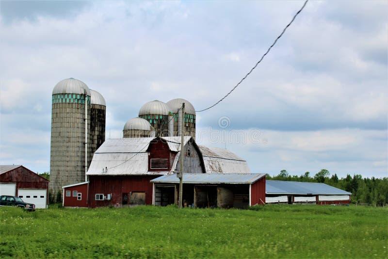 在农村玛隆,纽约,美国的农舍大厦 库存照片