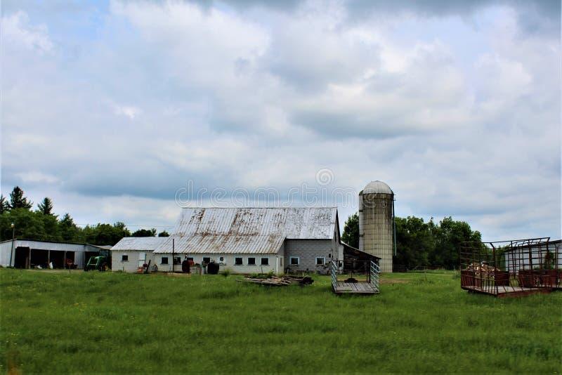 在农村玛隆,纽约,美国的农舍大厦 免版税库存图片