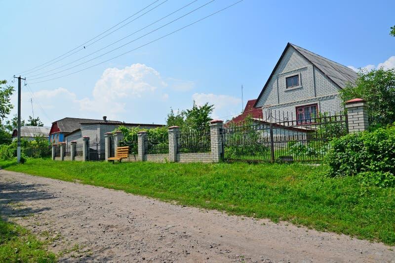 Download 在农村街道上的议院 乌克兰 库存照片. 图片 包括有 街道, 经济, 不列塔尼的, 夏天, 农庄, 范围 - 72360274