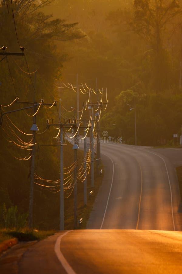 在农村路的早晨光束 库存图片