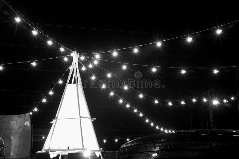 在农贸市场的nightscape有光的 免版税库存图片