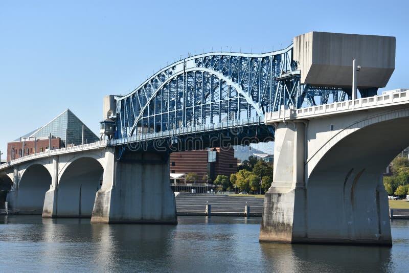 在农贸市场上的约翰罗斯桥梁在加得奴加,田纳西 免版税图库摄影